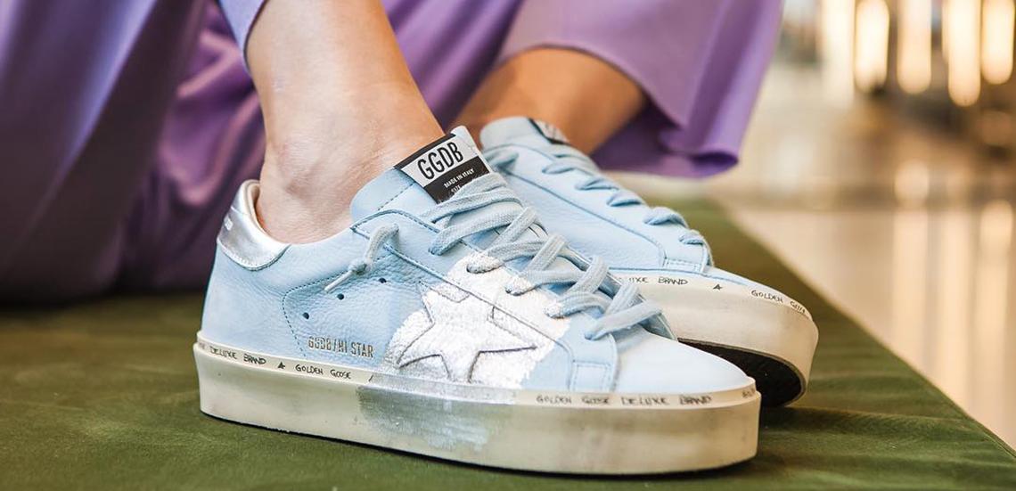 Sneakersy - jak modnie je nosić?