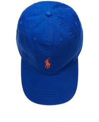 Niebieska czapka z daszkiem