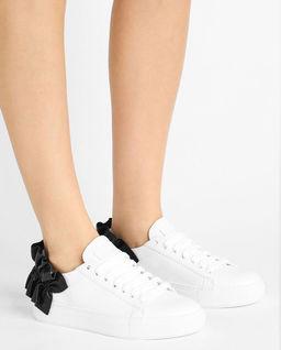 Sneakersy z kontrastową aplikacją
