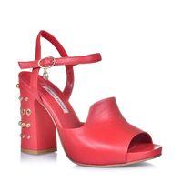 Sandały z jetami