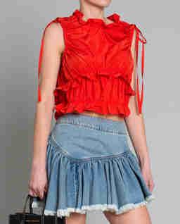 Czerwona bluzka z falbanami