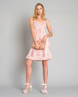 Šaty s vyšíváním