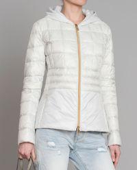 Biała kurtka z kapturem