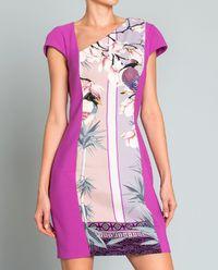 Sukienka z asymetrycznym dekoltem