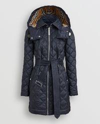 Granatowy pikowany płaszcz