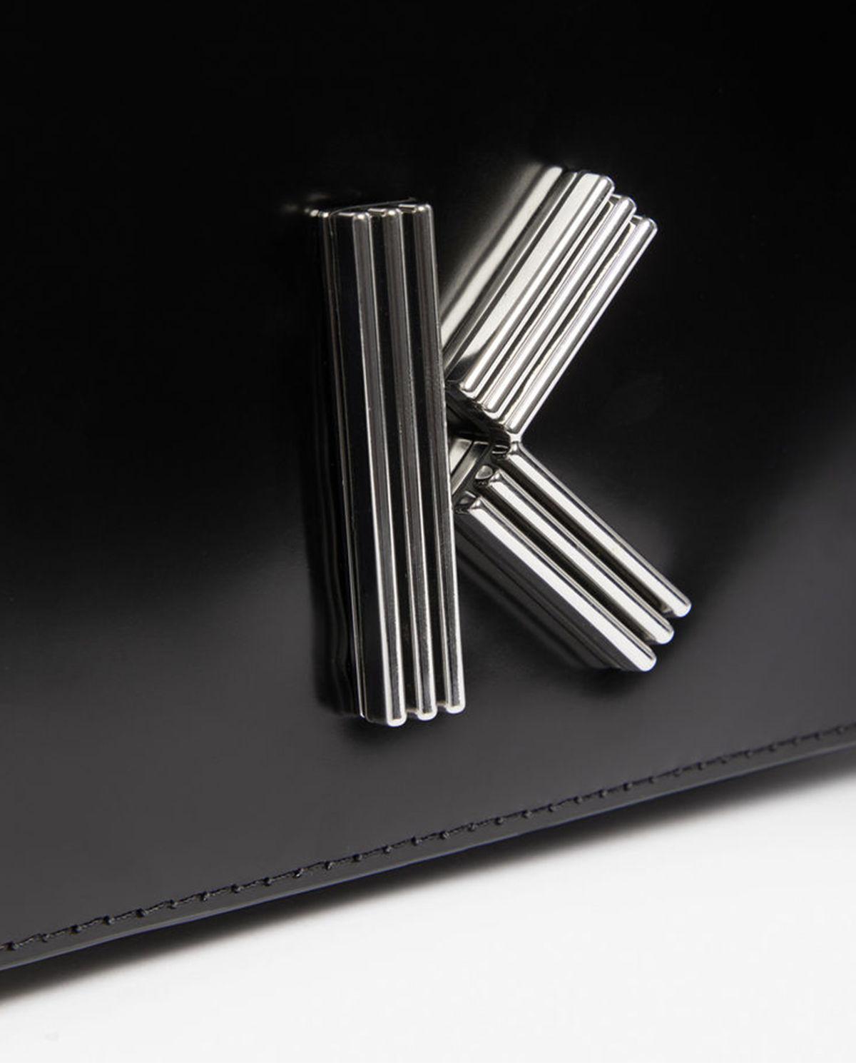 8ac71cae39 Kabelka z lakované kůže KENZO – Kup teď! Nejlepší ceny a recenze ...