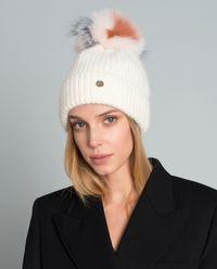 Bílá čepice z přírodní kožešiny