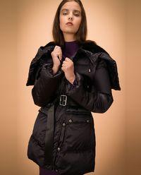 Pikowana kurtka z logowanymi guzikami