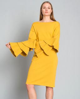 Sukienka z ozdobnymi rękawami