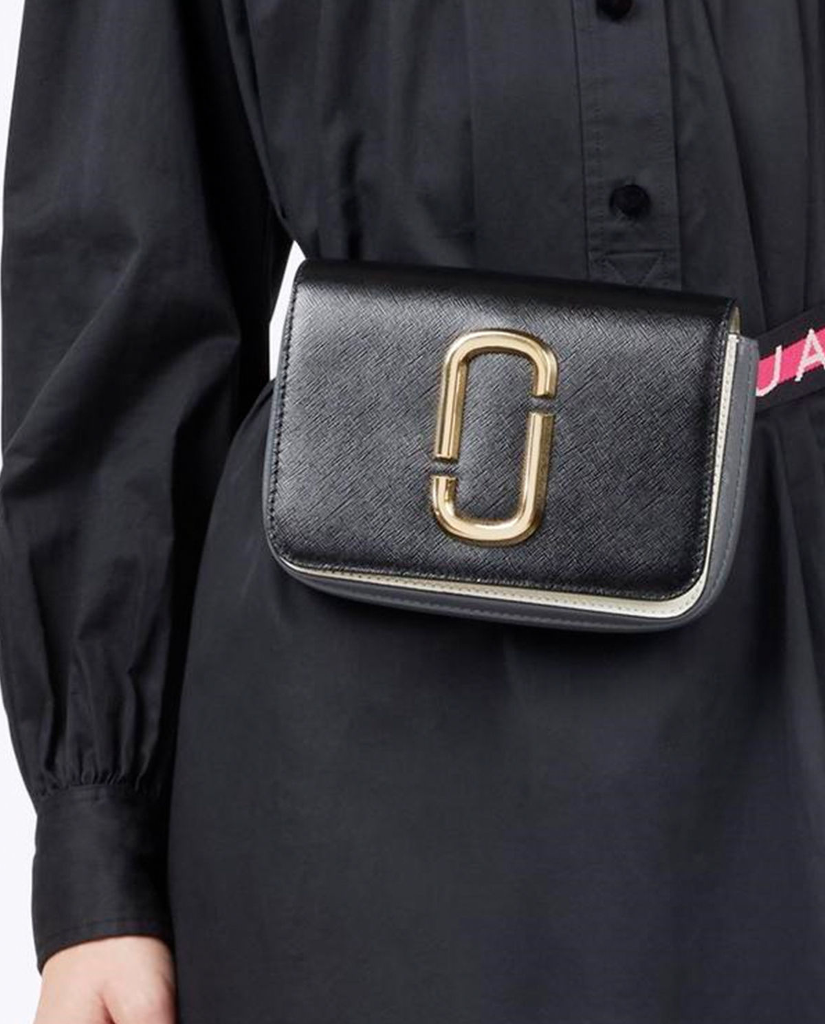 Kabelka logo strap MARC JACOBS – Kup teď! Nejlepší ceny a recenze! Obchod  Moliera2.cz. c18a24e8ac