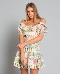Sukienka z odkrytymi ramionami
