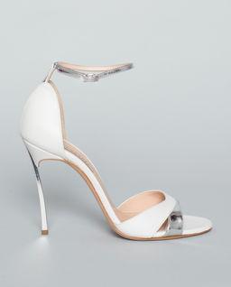 Białe sandały na szpilce Barbarella