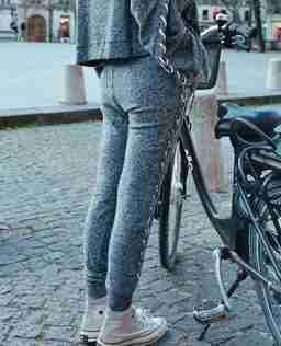 Spodnie z wiązaną aplikacją