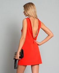 Sukienka z łańcuchem i dekoltem z tyłu