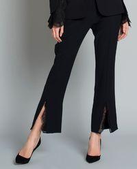Kalhoty zdobené krajkou