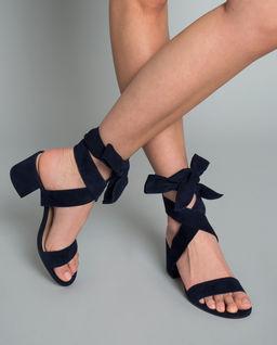 Sandały z zamszu z wiązaniem
