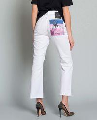 Jeansy z kolorową kieszenią