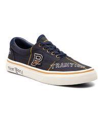 Sneakersy z naszywkami