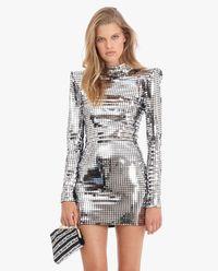 Sukienka z metalicznymi blaszkami