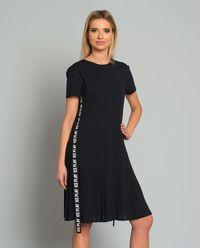 Sukienka plisowana z logowaniem