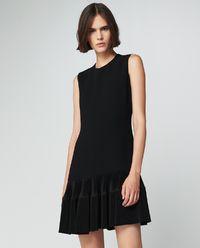 Šaty s plisovanou spodní části