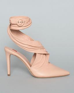 Beżowe sandały na obcasie