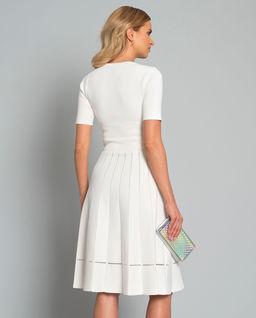 Šaty s plisováním