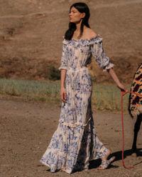 Sukienka z odkrytymi ramionami Colorado