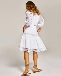 Sukienka z odkrytymi ramionami Vestido