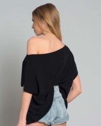 Sweter z geometryczną linią