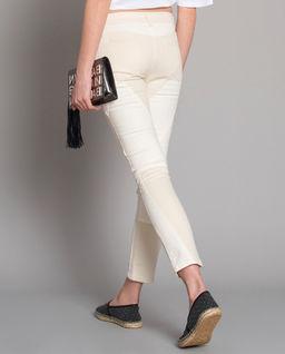Jeansy z przeszyciami