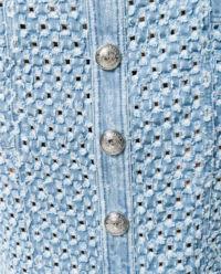 Spódnica z grawerowanymi guzikami