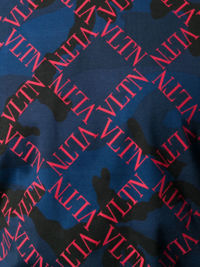 Niebieska koszulka z monogramem