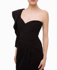 Czarna sukienka na jedno ramię
