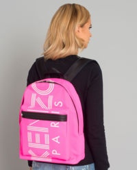 Różowy plecak z logo