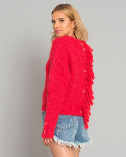 Červený svetr s  třásněmi