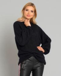 Černý mohérový svetr