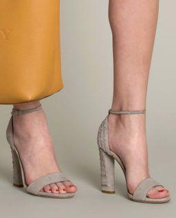 Sandały z aplikacją