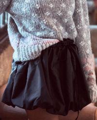 Černá mini sukně