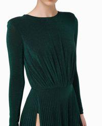 Zielona sukienka z rozcięciem
