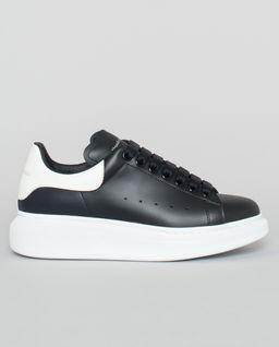 Czarne sneakersy z podeszwą 4 cm