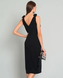 Czarna sukienka z rozcięciem