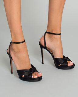 Černé sandály na jehle