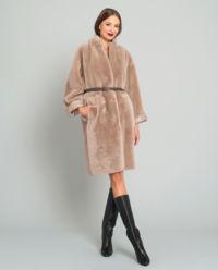 Beżowy płaszcz z owczej skóry