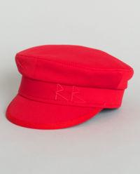 Červená, vlněná čepice se štítkem
