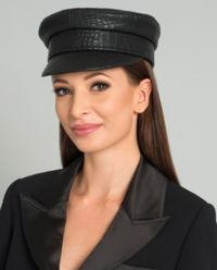 Černá, kožená čepice se štítkem