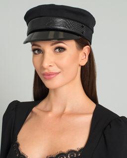 Černá bavlněná čepice se štítkem