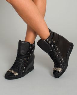Černé sneakersy na klínu