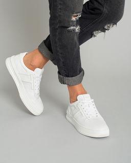 Białe sneakersy ze skóry