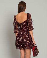 Hedvábné šaty v burgundské barvě